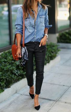 A casual denim shirt and skinny leather or waxed jeans make perfect partners - I like this look but not sure about heavy pants in Florida Fashion Mode, Look Fashion, Autumn Fashion, Fashion Trends, Net Fashion, Spring Fashion, Ladies Fashion, Denim Fashion, Fashion Bloggers