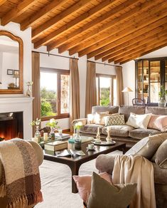 〚 Cozy country house of stone and wood instead of old barn 〛 ◾ Photos ◾Ideas◾ Design Beautiful Living Rooms, Cozy Living Rooms, Living Room Decor, Interior Design Living Room, Interior Decorating, Sweet Home, Home And Deco, Home Staging, House Design