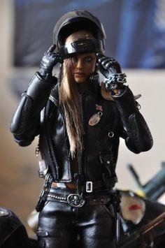 Beautiful Women Great Helmet #bikergirl | caferacerpasion.com