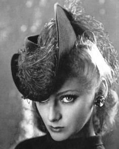 Hat with feathers Caroline Reboux, photo Robert Rigassi, 1939 40s Fashion, Vintage Fashion, Caroline Reboux, 1940s Hats, Current Picture, Sinamay Hats, Renaissance Era, Hat Stands, Vintage Glam