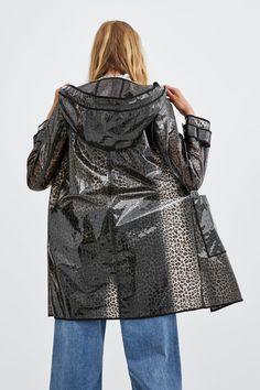 Raincoats For Women Seasons Code: 4154212160 Stylish Raincoats, Raincoats For Women, Jackets For Women, Rainy Day Fashion, Everyday Fashion, Zara Trends, Zara Australia, Plastic Raincoat, Yellow Raincoat