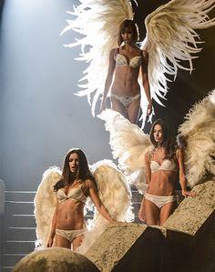 19 septembre 2013 - Des #Anges passent... à #Paris #AlessandraAmbrosio, #LilyAldridge, #KarlieKloss à Paris pour la nouvelle campagne de Victoria's Secret. Par Lee-Sandra Marie-Louise #victoriasecret #madamefigaro