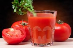 Tomato juice is one of the ideas healthy drinks which is good for the body. Here are some of the health benefits of drinking tomato juice. Tomato Juice Recipes, Health Benefits Of Tomatoes, Lower Cholesterol, Bloody Mary, Superfood, Spice Things Up, Good Food, Food And Drink, Cocktails