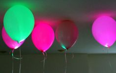 LED Light Up Balloons.put small LEDs inside regular party balloons. Light Up Balloons, Led Balloons, Balloon Lights, Balloon Glow, Led Decoration, Balloon Decorations, Balloon Ideas, Holiday Decorations, Glow Stick Party
