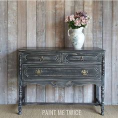 Paint Me Twice sanded back a top coat of Graphite Chalk Paint® to show areas of the first coat of Paris Grey. Gorgeous!