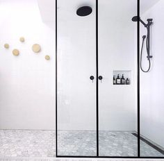 Bathroom. Muuto dots, black hardware, walk in style.