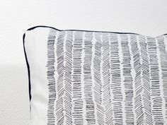 Kissen - Kissen, 80 cm x 40 cm, weiß, schwarz, grafisch - ein Designerstück von anniaurea bei DaWanda