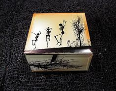 Keep your favorite spooky trinkets in our dancing skeleton box. Informations About Dancing Skelet Skull Anatomy, Skeleton Art, Glass Tray, Keepsake Boxes, Black Velvet, Your Favorite, Decorative Boxes, Handmade Items, Dancing
