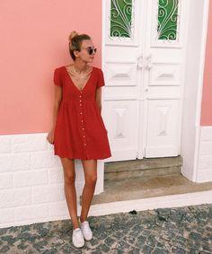 Mini red dress & raybans 3447 look fashion, fashion week, fashion Red Dress Casual, Casual Dresses, Casual Outfits, Cute Outfits, Fashion Outfits, Dress Red, Fashion Fashion, Trendy Fashion, Fashion Ideas