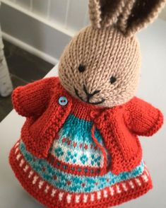 Katherine Cobey: red Serpent Cape Toys Patterns little cotton rabbits knitGrandeur: Twist Turn Knitted Bunnies, Knitted Animals, Knitted Dolls, Crochet Toys, Knit Crochet, Knitting Stitches, Baby Knitting, Knitting Patterns, Knitting Projects