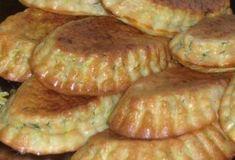 В сезон, всегда готовлю кабачковые кексики с беконом и зеленью! Дети уплетают!