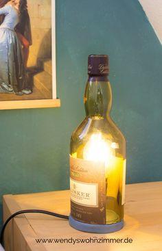So machst du dir eine Tischlampe selbst! DIY Anleitung für eine Lampe aus einer Flasche. Upcycling Idee / DIY Dekoration