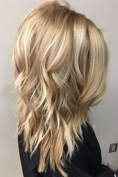 If i were a blonde, this is the blonde I'd be...Medium length layered hairstyles 2018