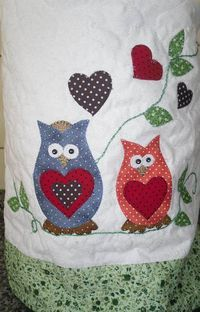 capa para galão de água | Iza | Elo7 Applique Designs, Machine Embroidery Designs, Sewing Crafts, Sewing Projects, Owl Always Love You, Owl Patterns, Galo, Owl Art, Cute Owl