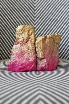 Spray painted rock bookends: DIY