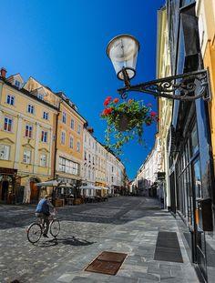 Street Shot | Ljubljana, Slovenia (by Kim S.J)