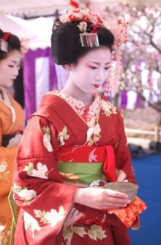 Maiko (Geisha apprentice) serves tea at Plum Blossom Festival | Flickr - Photo Sharing!