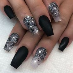 Fancy Black and Silver Glitter Wedding Nail Art Sliver Nails, Black Nails With Glitter, Black Acrylic Nails, Sparkle Nails, Silver Glitter, Classy Nails, Stylish Nails, Cute Nails, Pretty Nails