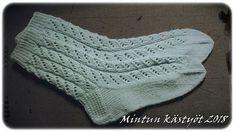 Knitting Charts, Baby Knitting Patterns, Knitting Socks, Knit Socks, Knitting Projects, Handicraft, Mittens, Knit Crochet, Weaving
