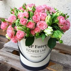 Flower Lab Moscow Hat box with beautiful bouquet