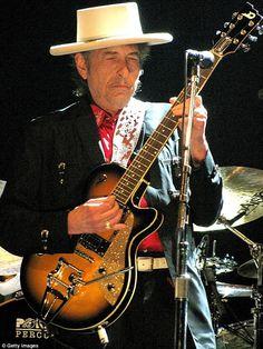 Musician/singer Bob Dylan performs at The Dell Diamond on August 2009 in Round Rock, Texas. Willie Nelson, Bob Dylan Live, Bob Dylan Lyrics, Mavis Staples, Round Rock Tx, John Mellencamp, Travelling Wilburys, America's Finest, Jazz Musicians