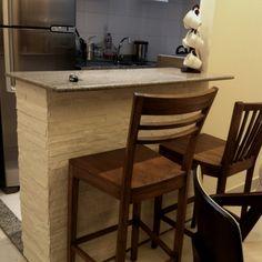 Um armário em MDF disfarçado de passa-pratos com acabamento em pedra canjiquinha! Minha criação que deu certo!