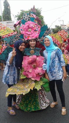 Arakan-Arakan Pekan Batik Nusantara 2016 Captain Hat, Hats, Fashion, Recycling, Moda, Hat, La Mode, Fasion, Fashion Models