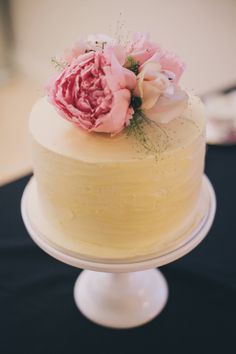 wedding cake inspiration, simple cake, flower cake
