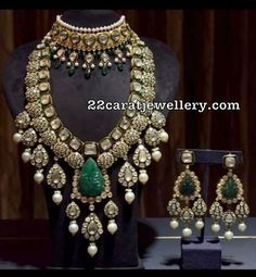 Buy Jewellery Online in India Indian Jewelry Earrings, Indian Jewelry Sets, Indian Wedding Jewelry, Bridal Jewelry Sets, Gold Jewellery, Bridal Jewellery, Branded Jewellery, Royal Jewelry, India Jewelry