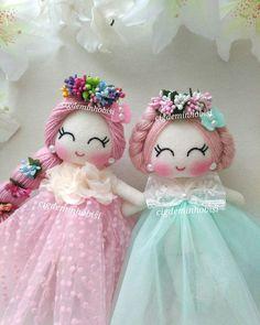 Curso gratis de como hacer muñecas de fieltro paso a paso muy sencillo Doll Crafts, Diy Doll, Cute Crafts, Sewing Crafts, Felt Fabric, Fabric Dolls, How To Make Clothes, Sewing Dolls, New Dolls