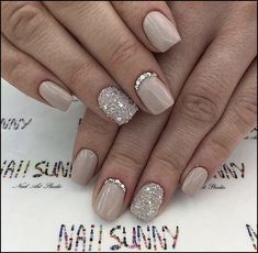 Semi-permanent varnish, false nails, patches: which manicure to choose? - My Nails Simple Wedding Nails, Wedding Nails Design, Wedding Nails For Bride, Wedding Gel Nails, Elegant Bridal Nails, Simple Elegant Nails, Trendy Wedding, Bride Nails, Prom Nails