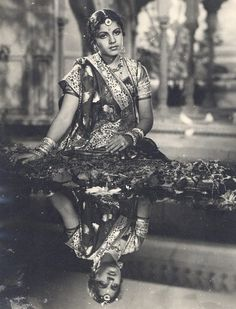 Tributes to India's Carnatic music legend on her birth anniversary today. A legendary singer, vocalist, and musician, M S Subbulakshmi was blessed with flawless singing capabilities that made her seem like a diva of music. Vintage India, Vintage Love, Vintage Beauty, Vintage Photos, Vintage Fashion, Rare Photos, Indian Photography, Vintage Photography, Divas