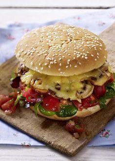 Diesen Veggie-Burger lieben nicht nur Vegetarier: http://kochen.gofeminin.de/rezepte/rezept_veggi-burger-mit-pilzen-und-tomatensalsa_311091.aspx #veggieburger