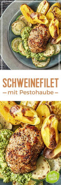 Rezept: Deftiges Schweinefilet mit Pesto dazu Ofenkartoffeln und gebratene Zucchinischeiben Leckeres glutenfreies und proteinreiches Gericht mit mediterraner Note dank italienischer Gewürze. Kalorienarme Hauptspeise! Kochen / Essen / Ernährung / Lecker / Kochbox / Zutaten / Gesund / Schnell / Frühling / Einfach / DIY / Küche / Gericht #hellofreshde #kochen #essen #zubereiten #zutaten #diy #rezept #kochbox #ernährung #lecker #gesund #leicht #schnell #italienisch #pesto #glutenfrei…