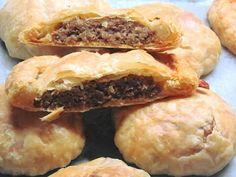 Μπιφτεκόπιτες πεντονόστιμες για κολατσιό στο σχολείο!!! Spanakopita, Greek Recipes, Bagel, Pizza, Sweets, Bread, Meals, Baking, Ethnic Recipes