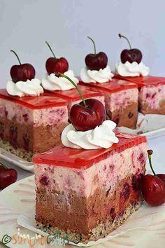 Romanian Desserts, Romanian Food, Sweets Recipes, Cake Recipes, Cherry Recipes, Just Cakes, Mini Foods, Something Sweet, International Recipes
