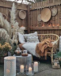 Boho texture design - Back yard patio Outdoor Spaces, Outdoor Living, Outdoor Decor, Boho Dekor, Balkon Design, Diy Décoration, Balcony Garden, Garden Grass, Courtyard Gardens