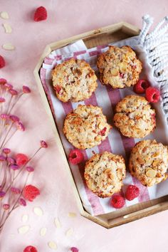 Isabelle Huot, Breakfast On The Go, Healthy Muffins, Beignets, Muffin Recipes, Biscuits, Deserts, Food And Drink, Favorite Recipes