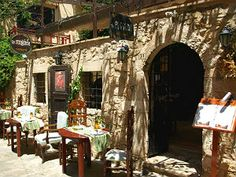 To Pigadi restaurant in Rethymnon op Kreta Restaurant, Street View, Tips, Travel, Crete, Twist Restaurant, Advice, Diner Restaurant, Viajes