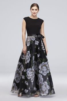Cap Sleeve Floral Printed Ball Gown with Bow - An ultra-flattering solid cap-sleeve bodice provides beautiful contrast Cute Floral Dresses, Trendy Dresses, Beautiful Dresses, Fashion Dresses, Summer Dresses, Printed Wedding Dress, Printed Gowns, Elegant Maxi Dress, Plus Size Gowns