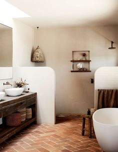 Spanish Bathroom, Spanish Style Bathrooms, Spanish Style Homes, Spanish Style Interiors, Mediterranean Bathroom, Spanish Design, Bathroom Styling, Bathroom Interior Design, Interior Office