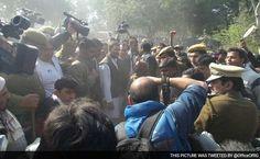Call Me When The Bulldozers Come, Rahul Gandhi Tells Residents Of Razed Slum