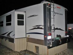 Tips and Tricks for Cold Weather RVing - Camping Auto Camping, Camping And Hiking, Ikea Camping, Camping Hacks, Rv Hacks, Winter Camping, Camping Ideas, Camping Stuff, Outdoor Camping