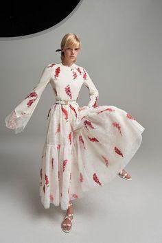 Runway Fashion, Fashion Beauty, Fashion Looks, High Fashion, Fashion Show Collection, Dress Collection, Long Summer Dresses, Short Dresses, Capsule Outfits