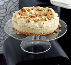 This irresistible cheesecake is the perfect indulgence for peanut butter fans - freeze for up to two months and serve as a show-stopping dinner party dessert, from BBC Good Food. Pecan Cheesecake, Peanut Butter Cheesecake, Peanut Butter Recipes, Peanut Butter Banana, Peanut Butter Cookies, Cheesecake Recipes, Dessert Recipes, Amaretto Cheesecake, Cupcakes