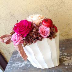 【結婚祝いに贈る、大人可愛いピンクのバラとアジサイのプリザーブドフラワー】