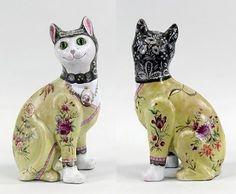 Émile Gallé, Chat au médaillon portrait de chien  faïence à décor polychrome de fleurs - yeux en verre -
