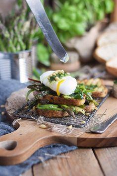 Glutenfreies Sandwich mit Spargel-Mangold-Salat & pochiertem Ei - Glutenfree Sandwich with asparagus Salad and poached egg   Das Knusperstübchen