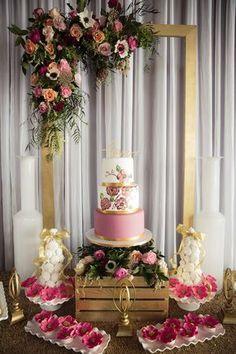 Rustic bridal shower themes ideas wedding decorations 22 ideas for 2019 Cake Table Decorations, Bridal Shower Decorations, Wedding Decorations, Dessert Tables, Table Centerpieces, Wedding Centerpieces, Bridal Shower Planning, Party Planning, Baby Shower Vintage