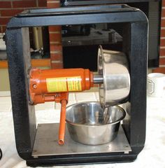 easy diy hydraulic juice press Herbal Remedies, Home Remedies, Gerson Therapy, Juice Extractor, Vegetable Glycerin, Cooking Tools, Kitchen Aid Mixer, Drip Coffee Maker, Seed Oil
